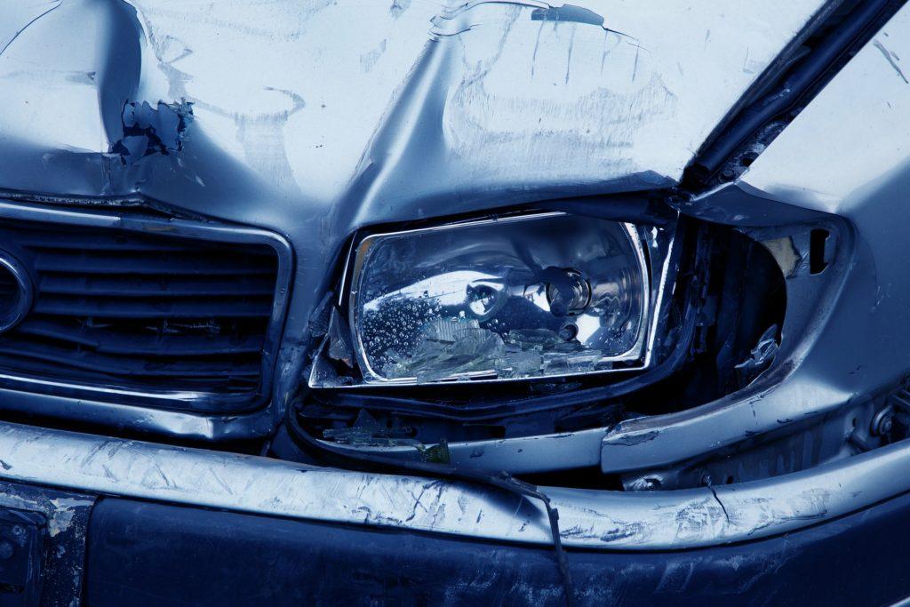 Cum să verifici dacă mașina pe care vrei să o cumperi a fost implicată într-un accident rutier?